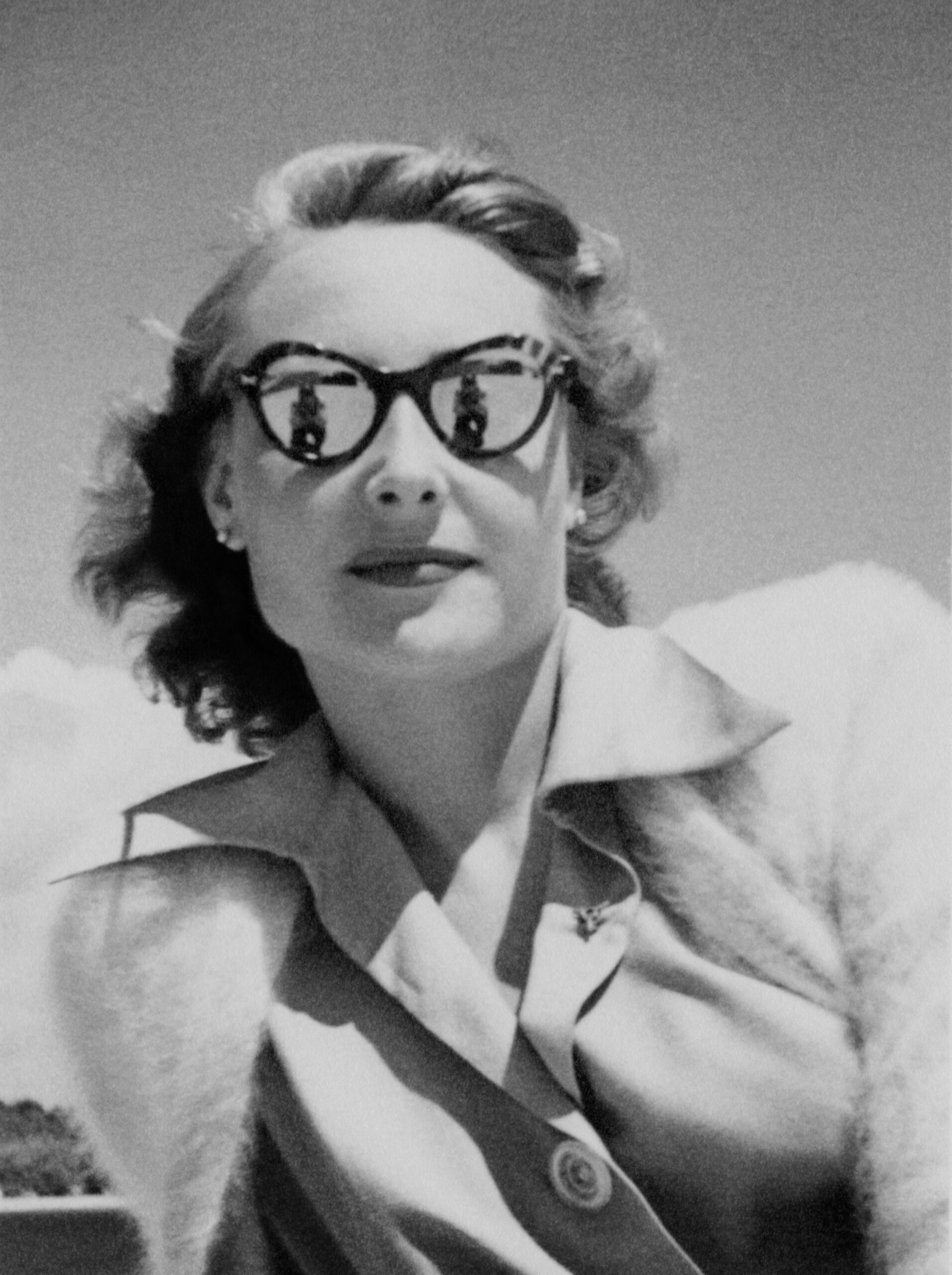 Julietta Looks Ahead, Portinho da Arrábida, 1949 (photo borrowed from Luis Silva Pinto )